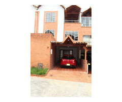 Se vende excelente casa en Palmeras del Cacique 2