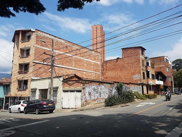 Venta de Lote esquinero con licencia de construcción en Boston