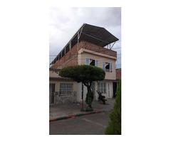 Venta de Casa de 2 pisos en barrio Nueva Floresta a 2 cuadras de la autopista