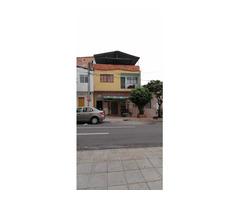 Se vende casa de dos pisos en el barrio la Universidad a una cuadra de la UIS