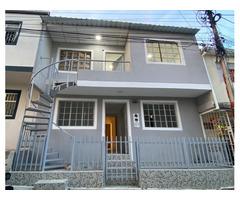 Venta de Casa con 2 Apartamentos entrada independiente Floridablanca