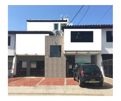 Venta de Casa amplia en Manga comercial de 3 pisos