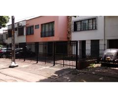 Venta de casa en Prados Norte consta de 6 apartamentos y local