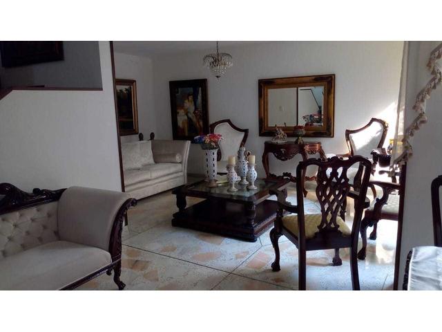 Venta de Espectacular Casa de 2 Plantas Barrio la Hacienda Cali Valle del Cauca
