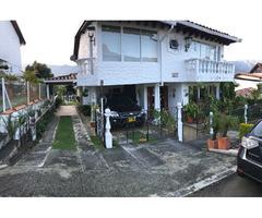 Casa semicampestre, ubicada en el municipio de Girardota (Antioquia),  en condominio cerrado.