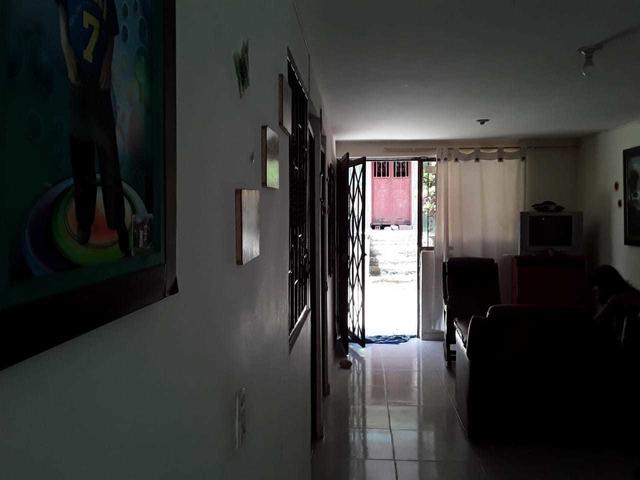 Venta de Apartamento primer piso en Altos de Castilla Giron