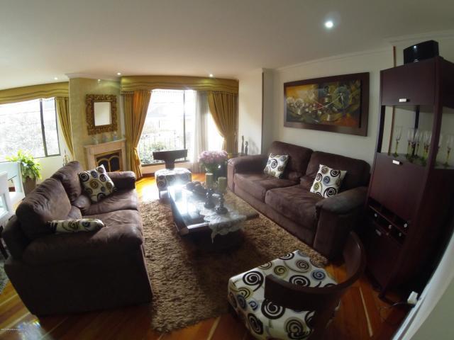 Rah código 19-835: Apartamento en Venta en Santa Barbara Central Bogota